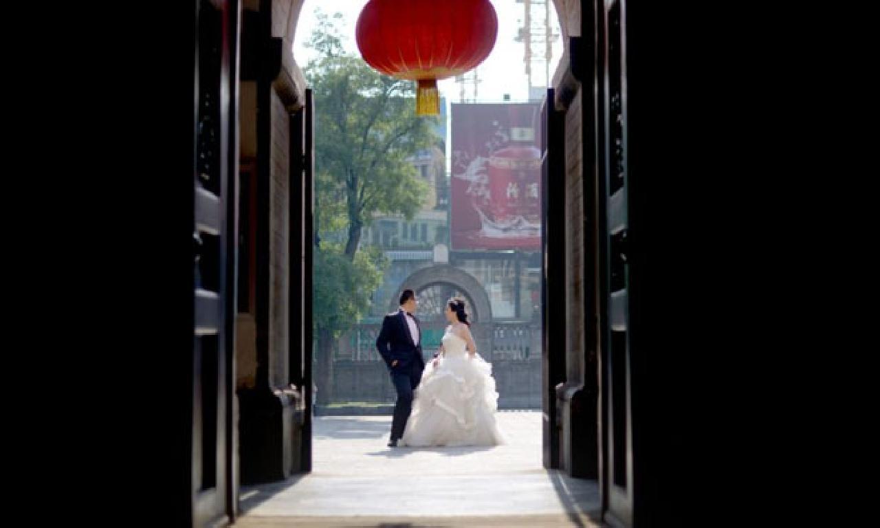 Çinli adam, emcek kanseri yüzünden kaybettiği nişanlısının naaşıyla evlendi