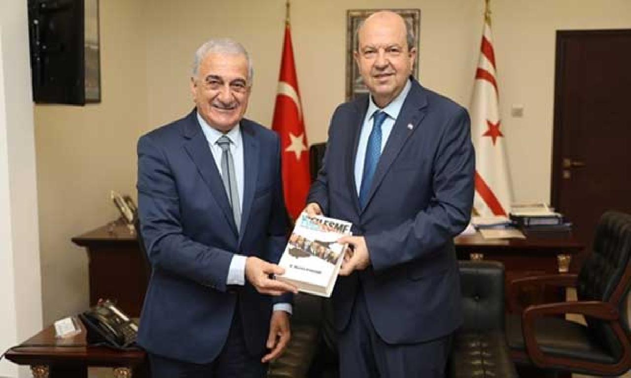 Arabacıoğlu, 'Yüzleşme' adlı kitabını Başbakan  Tatar'a sunma etti