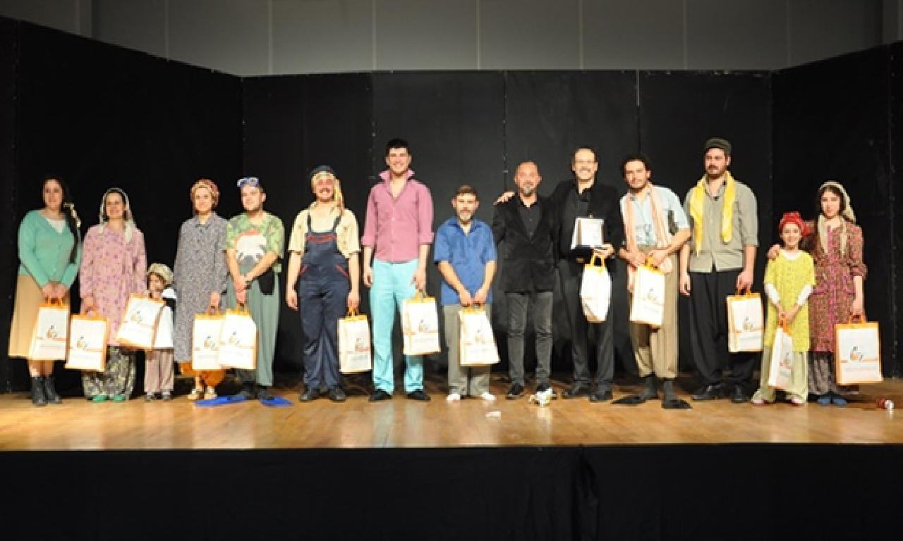 'Kamyon' adlı oyun, Güzelyurt AKM'de sahneledi