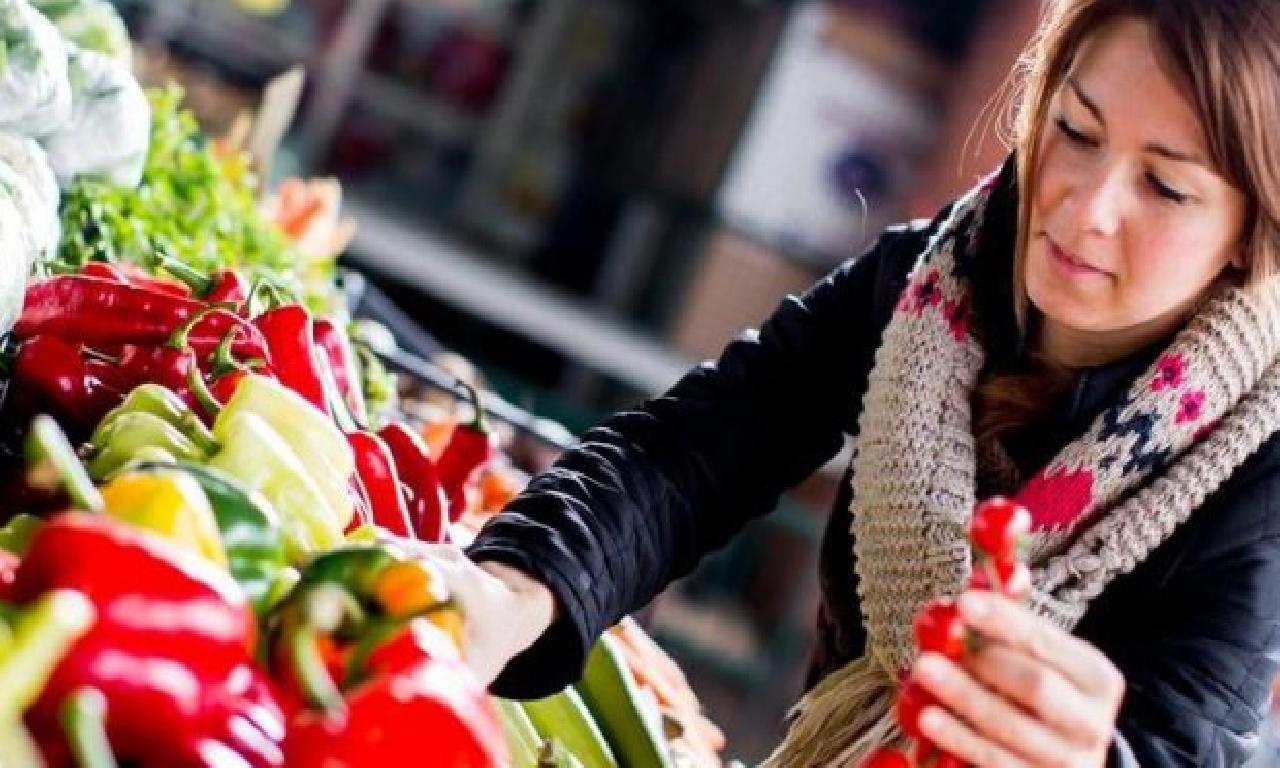 Uzun dahi sağlıklı tek yaşam için yerde besinleri tüketin!