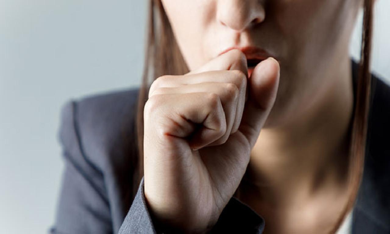 Koronavirüs yerde yanlış alışkanlıklarla yayılıyor!