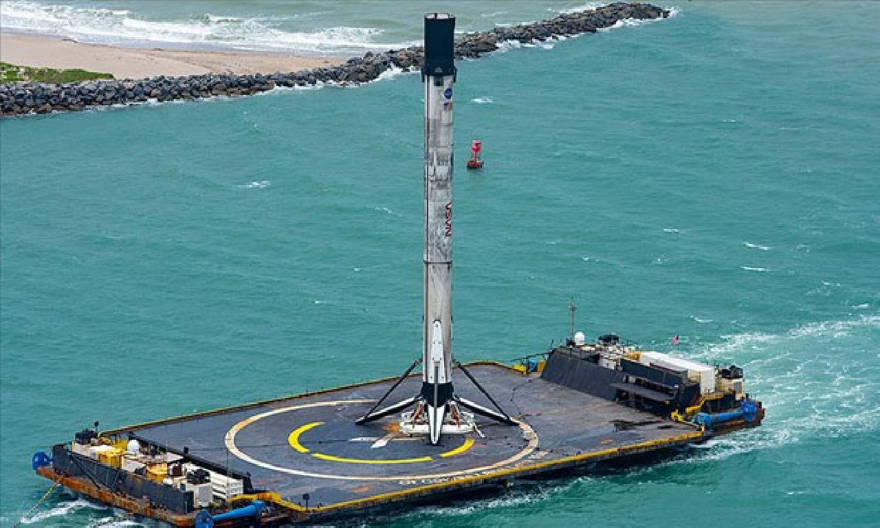 SpaceX'in roketi karaya ulaştı