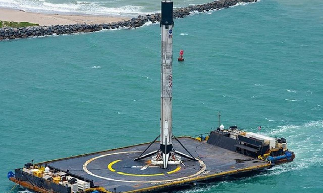 SpaceX'in helenist fırlatışta kullandığı roketi karaya ulaştı