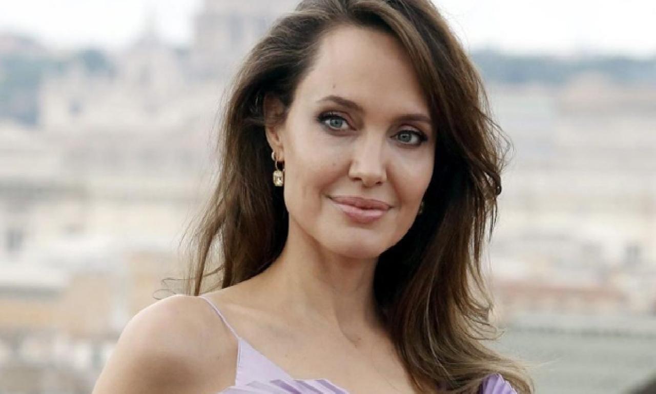 Angelina Jolie'den ırkçılığa karşı mücadeleye 200 1000 dolarlık bağış