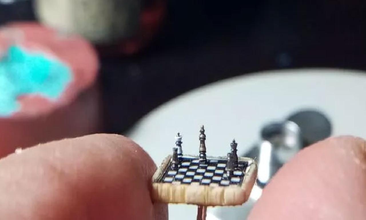 İşte dünyanın genişlik küçük satranç takımı