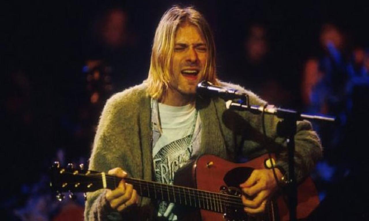 Kurt Cobain'in MTV Unplugged konserinde çaldığı kitara 6 1000000 dolara satıldı