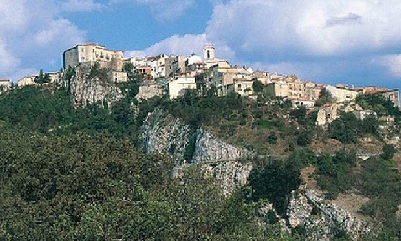 İtalya'da tek köy 'ücretsiz dinlenme kampanyası' başlattı