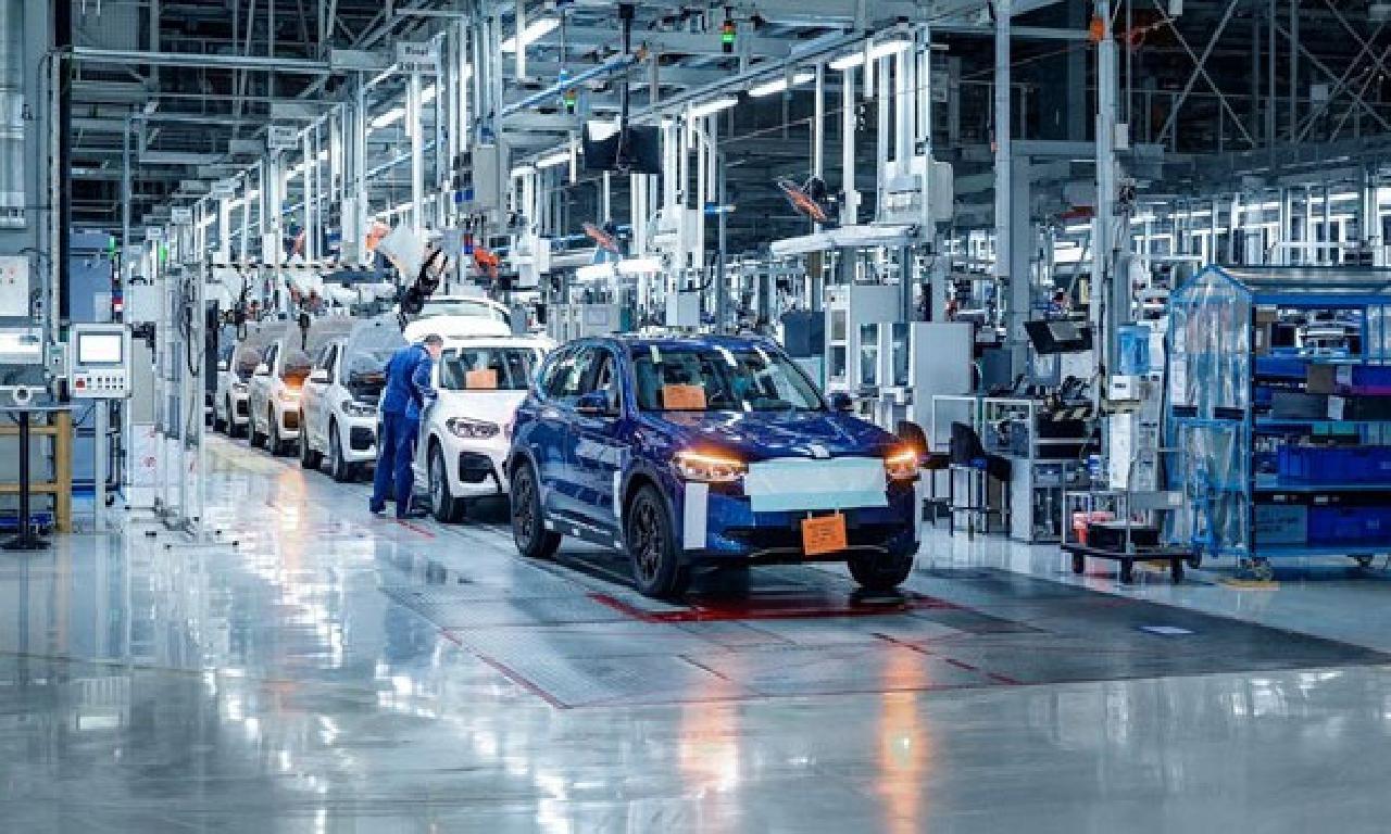 BMW'nin görülmemiş elektriklisi dizi üretim ayna