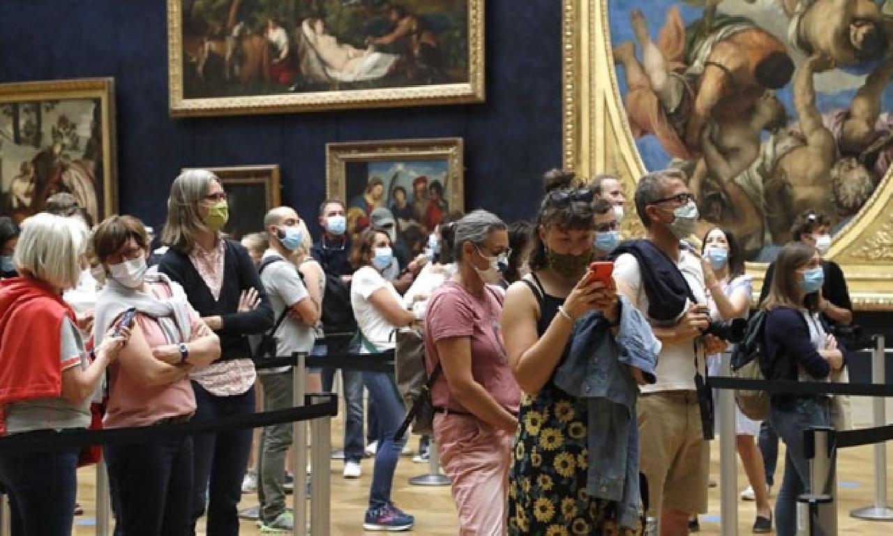 Louvre Müzesi gene açıldı; 40 1000000 euro'luk kayıp
