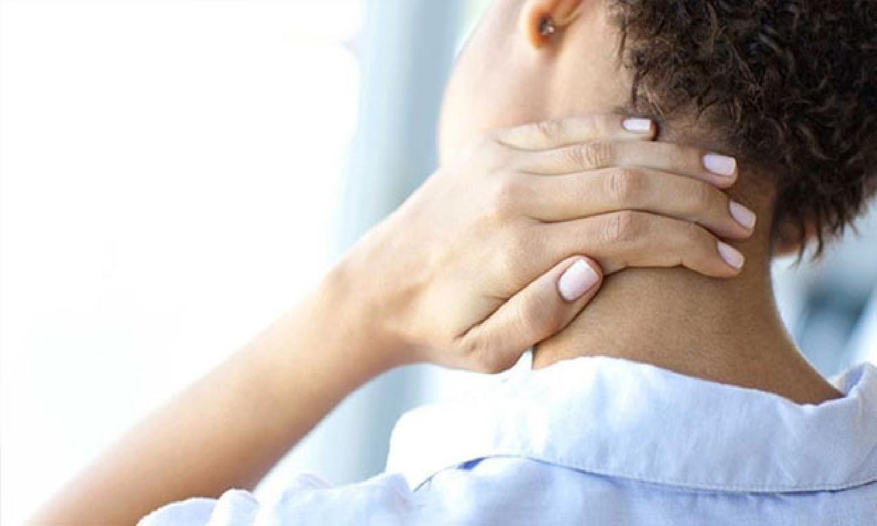 Boyun fıtığı belirtileri nelerdir, tedavisi nasıl olur?  Boyun ağrısı sebep olur?