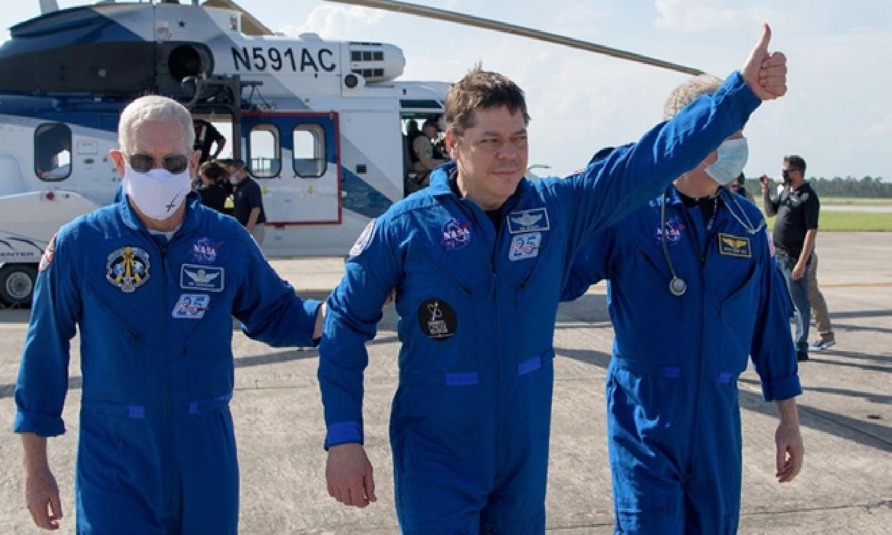 NASA astronotları SpaceX kapsülü ilen Dünya'ya döndü