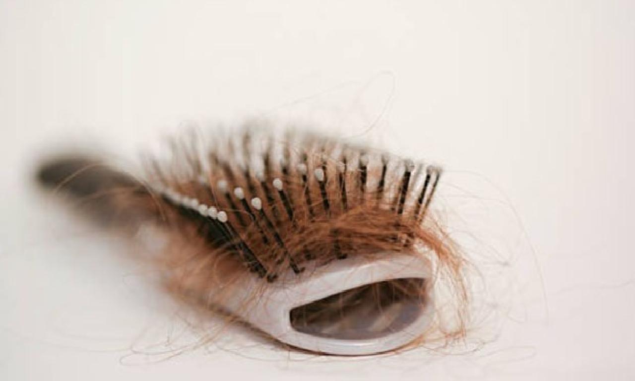 Saç dökülmesi başka hastalıkların belirtisi mi? Saç dökülmesi sebep olur?