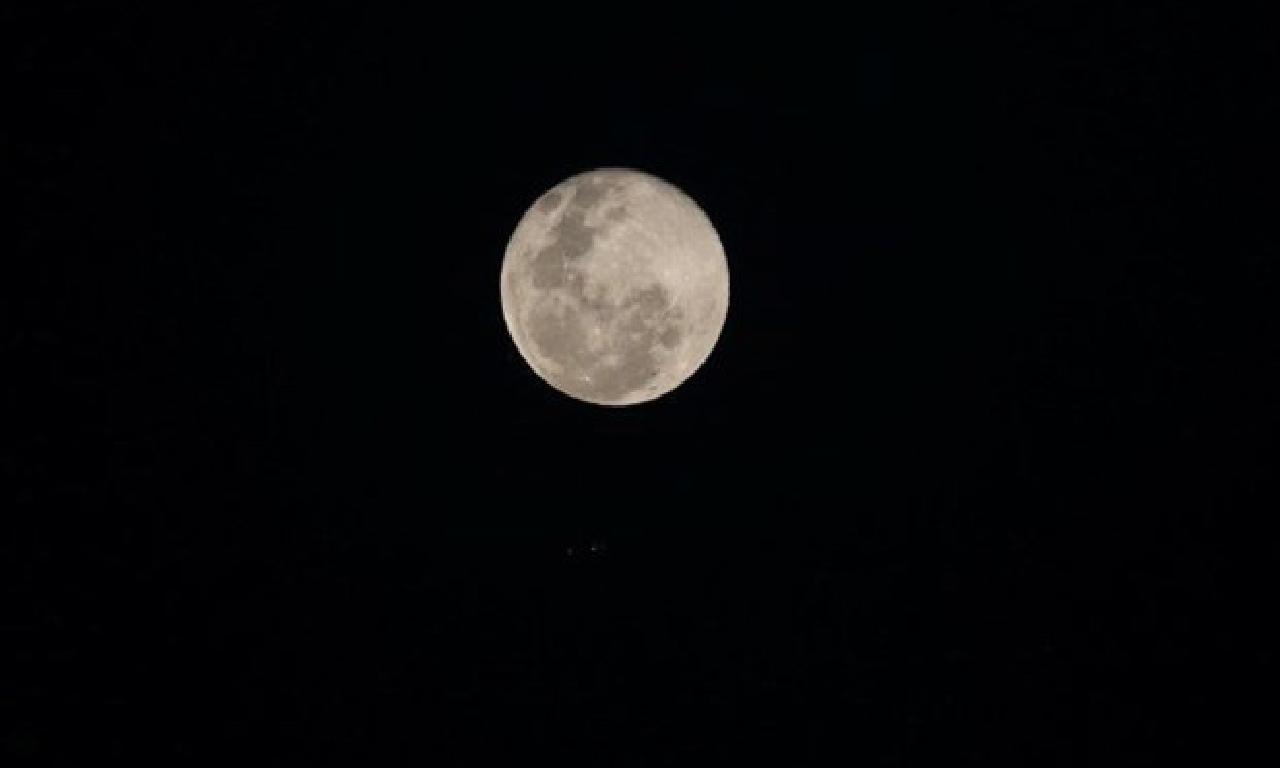 Bilim insanları, Dünya'nın Ay'ı paslandırdığını keşfetti