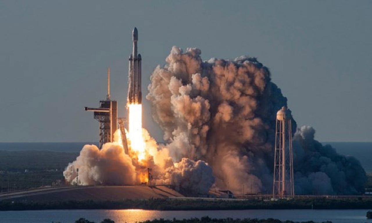 SpaceX'in roketi sınav sırasında böyle patladı