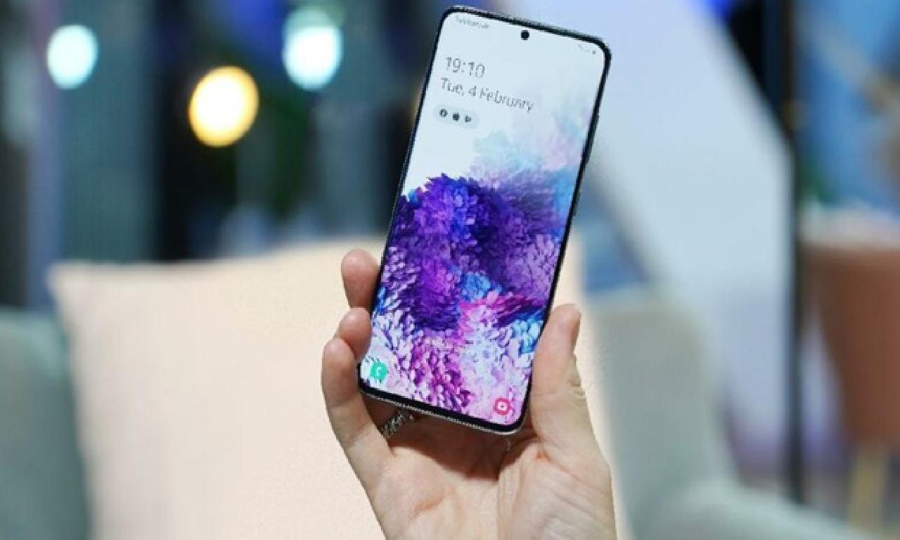 Android 12 güncellemesi matlûp Samsung modelleri malûm evet