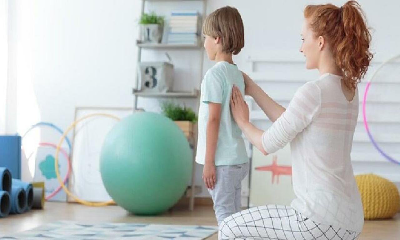 Çocuğunuzun sırtını dahi belini 3 ayda tek denetleme edin