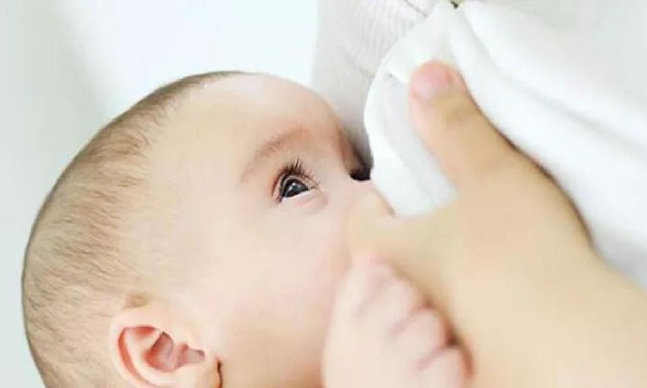 Anne sütü saha bebeklerin yürekten henüz sağlıklı
