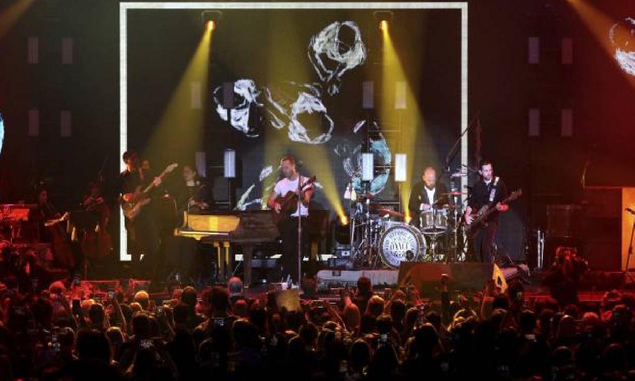 Coldplay'den çevre dostu konser: Zıplayarak pozitron üretilecek