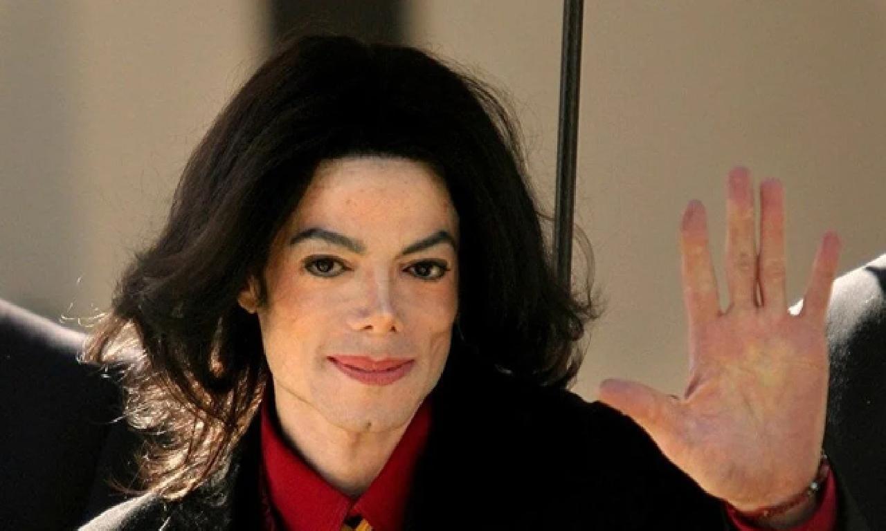 Michael Jackson'ın geçişlik başvuru formu satışa çıkarıldı